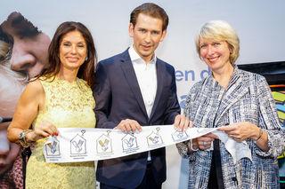 Sonja Klima, Präsidentin der Kinderhilfe, Bundeskanzler Sebastian Kurz und Isabelle Kuster (v.l.).