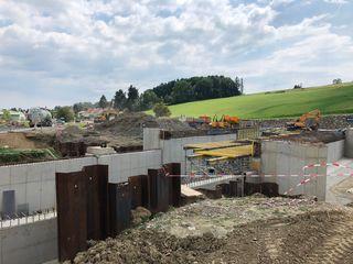 Aktive Straßenbauarbeiten im Bezirk: In St. Margarethen an der Raab wird auf Hochtouren an der Unterführung Sulz gearbeitet.