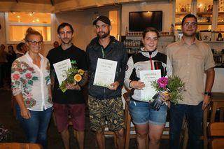 Sieger: Lena Etthöfer (LK-Referentin für Zierpflanzenbau), Michael Kratzer (3. Platz,) Georg Seebacher (1. Platz), Daniela Schmid (2. Platz) und Lukas Fröschl (Obmann Junggärtner)