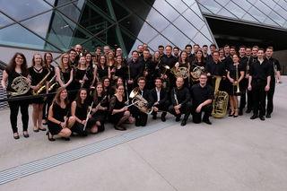 Das noch junge Keppler Blasorchester feierte beim 50-jährigen Jubiläu der JKU Linz eine eindrucksvolle Premiere.