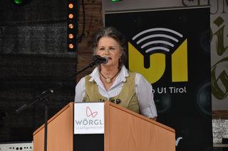 """""""Ich danke jenen fünfzig Vereinen, die heuer bei unserem Stadtfest mitwirken"""", sagte Hedi Wechner vor dem Bieranstich."""