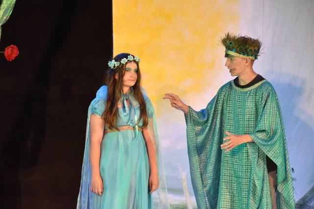 Alessia Barnutui und Samuel Zimmermann als Elfenkönigspaar.