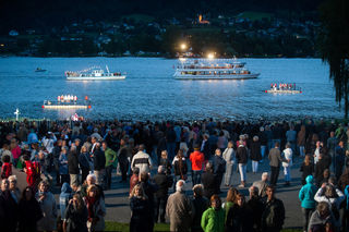 Aufgeführt wird die Wassermusik von Kärntner Chören und Blasmusikgruppen