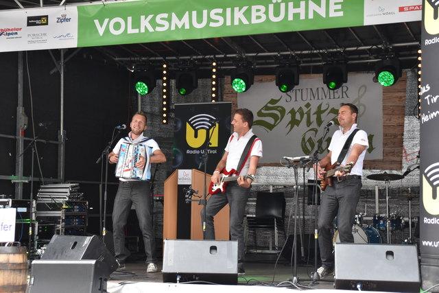 """""""Tiroler Wind"""", kurz auch """"TiWi"""" spielten auf der Volksmusikbühne auf."""