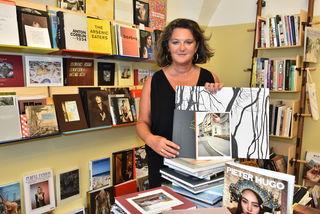 Lia Wolf hat sich auf den Verkauf von Kunstbüchern spezialisiert. Vieles findet man nicht bei üblichen Händlern.