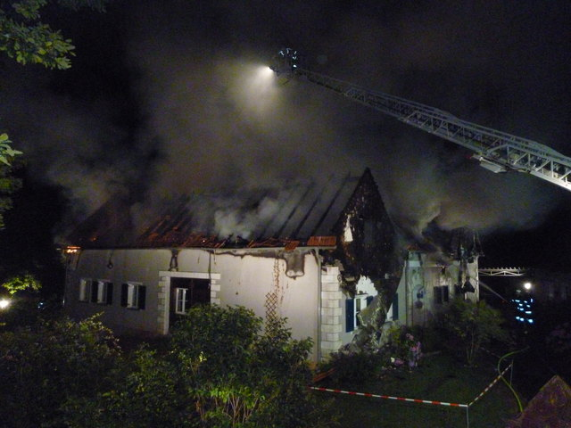 Ein elektrischer Defekt löste das Feuer aus, bei dem das Haus zerstört wurde.