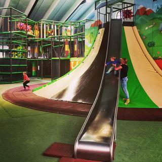 """Der neue Indoor-Spielplatz """"Murmi's Kinderland"""" in Kirchdorf in Tirol ist ein Riesenspaß für Kinder ... speziell auch bei schlechtem Wetter."""