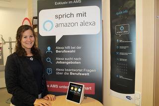 """AMS-Leiterin Julia Bauer ist überzeugt vom neuen Serviceangebot: """"Für Jugendliche ist Alexa wie ein Magnet""""."""