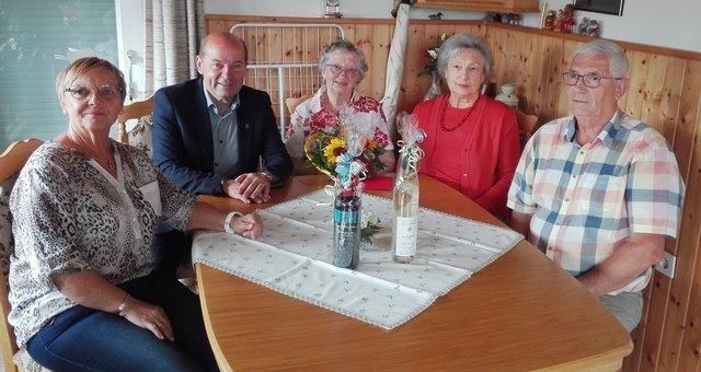 Foto vl: Gertrude Glettler, LAbg. BezPO GK Erich Hafner, Evelyne Farnleitner, Ingrid Summer und Anton Glettler