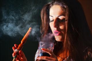 Eingenebelt: Das Rauchen von Shishas und Wasserpfeifen ist in der Murmetropole besonders bei Jugendlichen sehr beliebt.