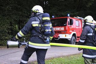 Da Löschteiche zu wenig Wasser führen, müssen die Feuerwehren im Bezirk Braunau bei Einsätzen schon zu alternativen Wasserquellen greifen – etwa mitgeführte Tankwägen.