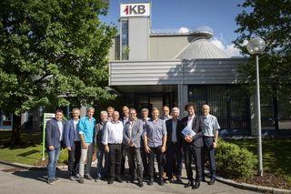 IKB-Vorstandsdirektor Thomas Pühringer (2.v.re.) und Geschäftsbereichsleiter Bernhard Zit (re.) mit den Bürgermeistern der Partnergemeinden in der Kläranlage Roßau.