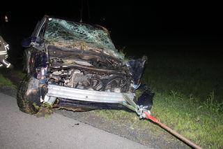 Der alkoholisierte Pkw-Lenker, der ohne Führerschein untrwegs war, überstand den Unfall unverletzt.