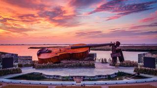 Die größte Geige der Welt: auf der Seebühne in Mörbisch feierte die Gräfin Mariza Premiere