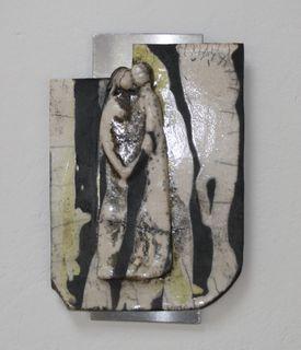 In Maria Spitzenbergers Ausstellungen sind figurale Objekte, aber auch Bilder in Acryl und Aquarelle zu sehen.