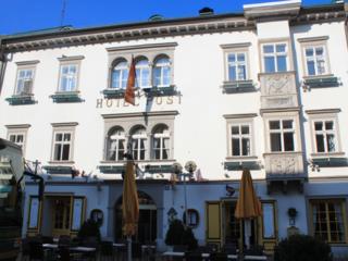 Andreas Hofmayer (Rocket Rooms Velden) und Jörg Kofler (Furnirent) sind die erfolgversprechendsten Interessenten für das Hotel Post