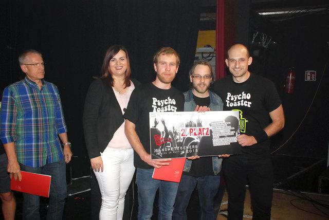 """Die Auszeichnung erhielten die drei """"Psycho Toaster"""" von Jugendlandesrätin Astrid Eisenkopf."""