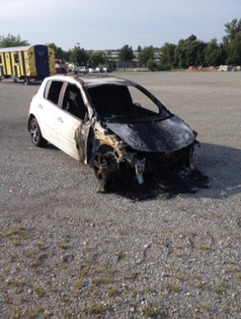 Das Fahrzeug eines ungarischen Lenkers geriet in Brand.
