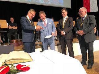 Der Ehrenring der Stadt Bamberg wurde Bürgermeister Günther Albel kürzlich verliehen