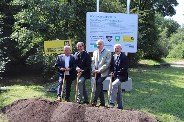 Der Spatenstich für den Hochwasserschutz in Wieselburg ist nun erfolgt.