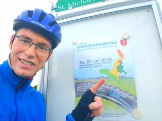 Bürgermeister Johannes Heuras lädt zum Radeln.