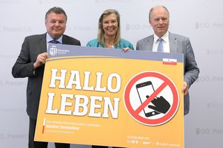 (V. li.) Infrastruktur Landesrat Günther Steinkellner, Asfinag Vorstandsdirektorin Karin Zipperer und Direktor des KFV Othmar Thann.