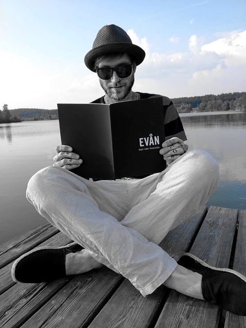 Ging unter die Autoren: Asna creative-Gründer Sandro Werbanschitz will mit seinem Erstlingswerk beeinträchtigten Kindern helfen.