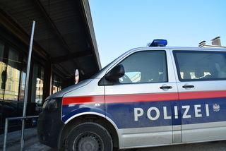 Der Unbekannte riss dem 28-Jährigen den Turnbeutel vom Rücken und erbeutete Handy, Geld und Personalausweis des Deutschen.