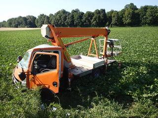 Der Klein-Lkw landete bei Markgrafneusiedl in einem Feld.