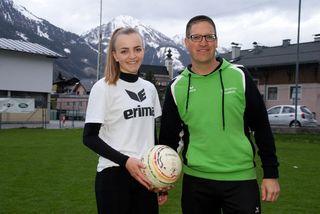 U18-Nationalspielerin Kristina Kreuzer mit Sektionsleiter Andreas Gappmaier, TSU St. Veit.