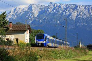 """Der """"Meridian"""" fährt von Kufstein durch das Inntal nach München."""