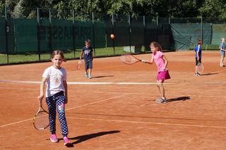 An verschiedenen Stationen konnten sich die jungen Tennisspieler ausprobieren.