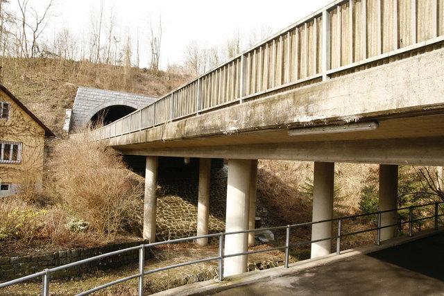 Die Brücken vor und nach dem Dürnbergtunnel in Ottensheim werden saniert. Daher kommt es zu einer fünfwöchigen Totalsperre.