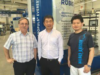 Peter Buchegger (Vertriebsverantwortung Region China), Liang Zhang und Keyan Liu (Projektleitung Rübig Anlagentechnik).