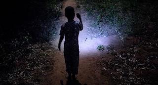 Village d'Allankpon dans la région , 2500 habitants .Dans ce village il n y a pas d'accès au réseau éléctrique. Un panneau solaire a été installé près de la fontaine de distribution de l'eau.L e manque d' électricité et d'eau sont les problèmes  essentiels, à la santé, à la sécurité , à l'éducation et au développement des populations africaines