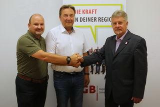 Amtsübergabe beim ÖGB: Der neue Regionalsekretär Karl Heinz Platzer, sein Vorgänger Reinhard Puffer und der Regionalvorsitzende Siegfried Rauch (v.l.).