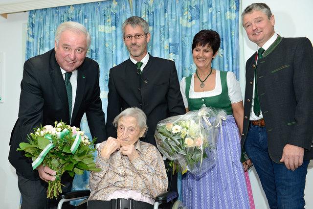 Das Geburtstagskind begrüßte LH H. Schützenhöfer, Bgm. G. Rieger, Eschenhof-Hausleitung G. Kainz und Vzbgm. R. Schinnerl