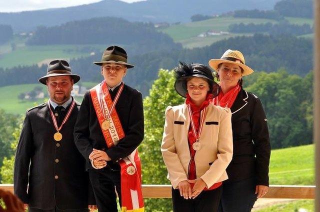 Felix Pomberger (2.vl.) freute sich über zahlreiche Medaillen in den letzten Fahrbewerben.