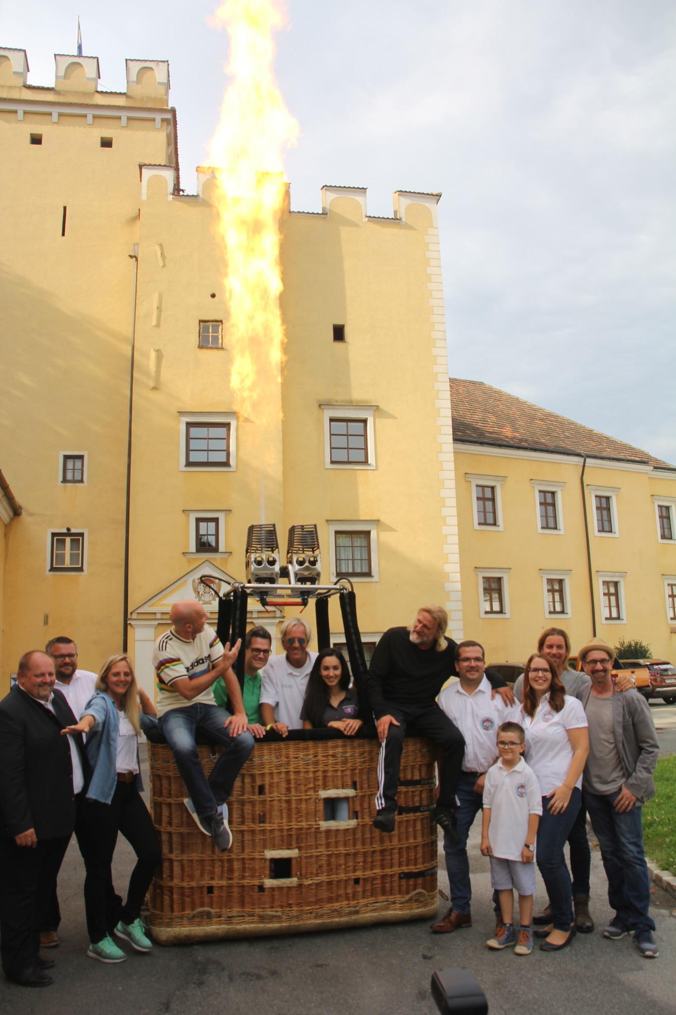 Feier vor dem Kriegerdenkmal - Gro-Siegharts - Eine Stadt