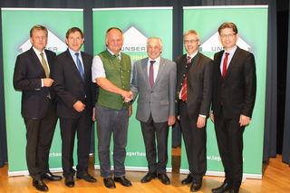 RWA-Generaldirektor Reinhard Wolf, Geschäftsführer Hubert Grabmayr, Obmann Karl Eschlböck, Aufsichtsratsvorsitzender Georg Eckmair, des. Geschäftsführer Johann Auer, Direktor des OÖ Raiffeisenverbands Norman Eichinger).