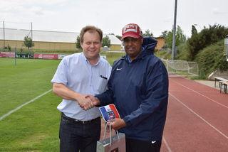 Vizebürgermeister Georg Eigner begrüßte Team-Manager Omar Al-Azani von Al Rayyan FC in Laa