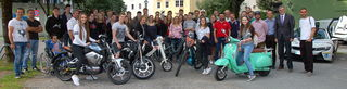 Die Schüler der dritten und vierten Klassen konnten am Grießparkplatz verschiedene Elektrofahrzeuge testen.