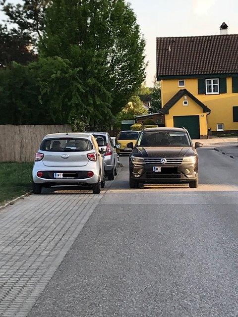 Der Lenker hat wohl keinen Parkplatz mehr gefunden...