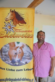 Emanuel Wenk hofft ab heute Abend auf viele Besucher. das Geld für die Tiere wird dringend benötigt.