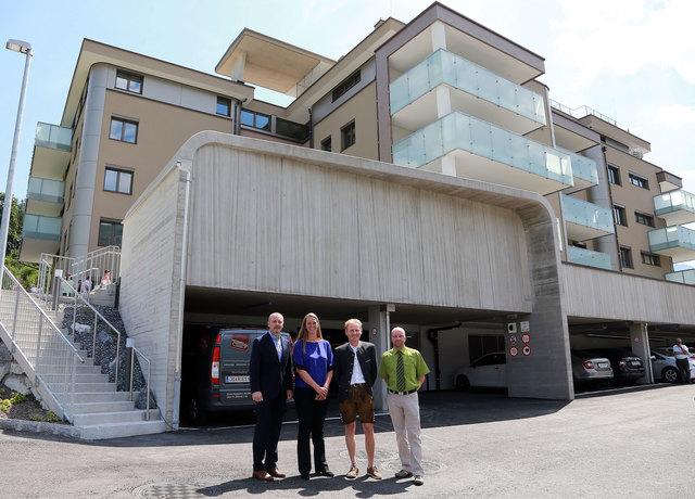 Bauvorhaben Wohnpark Maschl (v.l.n.r.): Arno Kosmata (Aufsichtsrat Eigenheim), Landesrätin Andrea Klambauer, Wilfried Weikl (GF Eigenheim), Günter Bauer (Architekt Eigenheim).