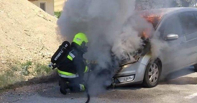 In Sankt Florian ging ein PKW in Flammen auf.