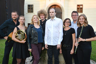 Andreas Pranzl, Lisa Gerstl, Katharina Vyhnalik, Edi Bürstmayr, Florian Angerer, Birgit Geisler (Management) Stephan Gartner und Bernadette Kerbl
