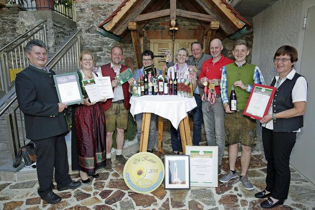 Die erfolgreichen Erzeuger aus dem Raum Schwanberg freuen sich über ihre ausgezeichneten Produkte.