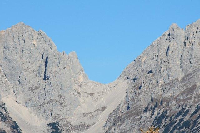 Der Mann stürzte beim Abseilen Richtung Ellmauer Tor rund achtzig Meter über sehr steiles Felsgelände ab.