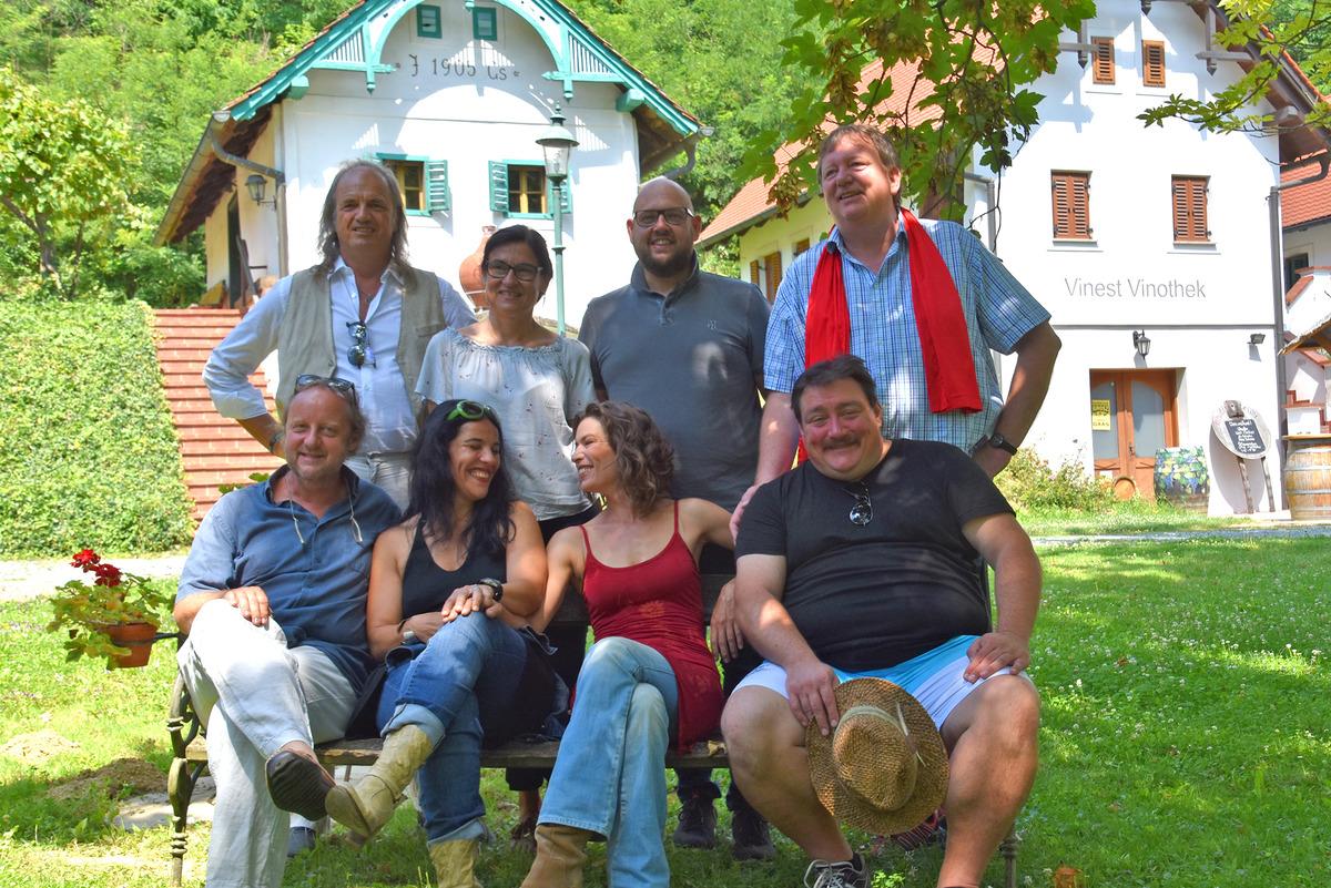 """In der """"Klinik unter Trauben"""" im Weinmuseum ordinieren die Protagonisten des Uhudler-Theaters vom 6. bis 9. September."""